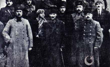 Bursalı-Mehmet-Nihat-Bey-ay-yıldızlı-Mustafa-Kemal-Atatürk-ile-birlikte.png  PlusPng.com  - Ataturk 03 PNG