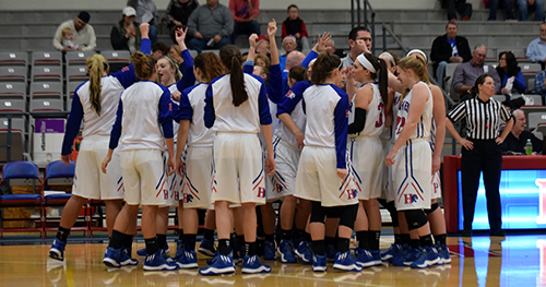 Womenu0027s basketball team breaking out of huddle - Basketball Team Huddle PNG