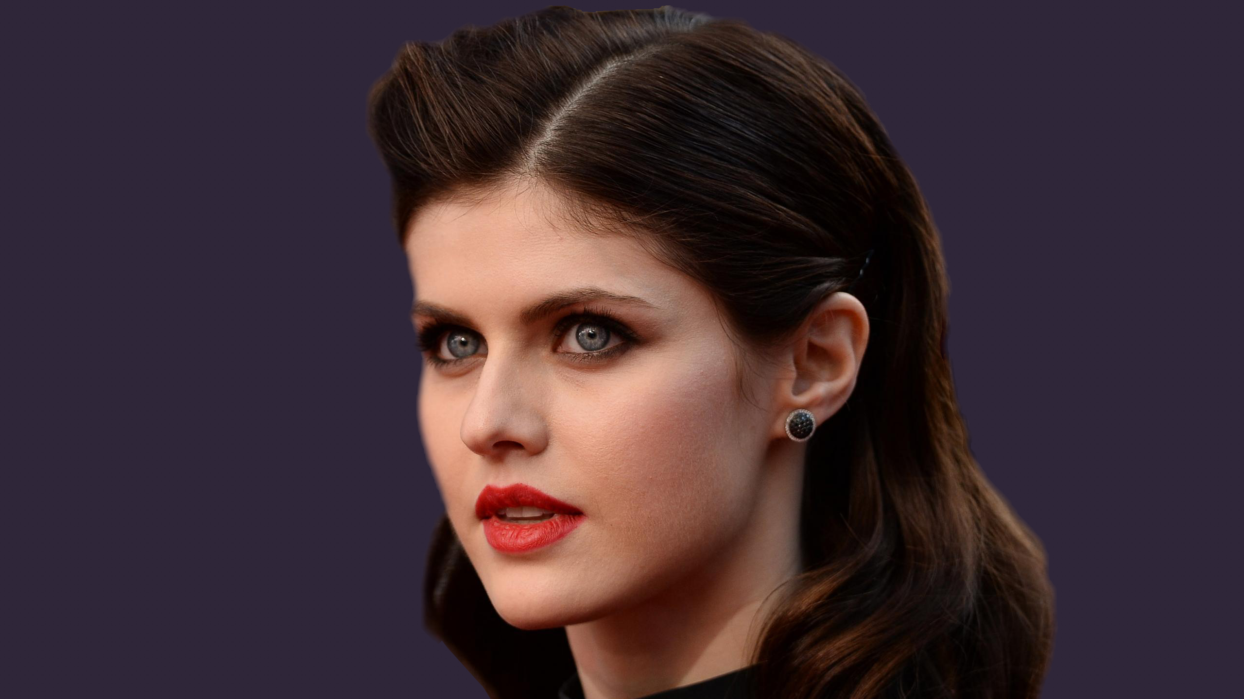 Celebrity - Alexandra Daddario Earrings Blue Eyes Brunette Face American  Actress Wallpaper - Celebrities HD PNG