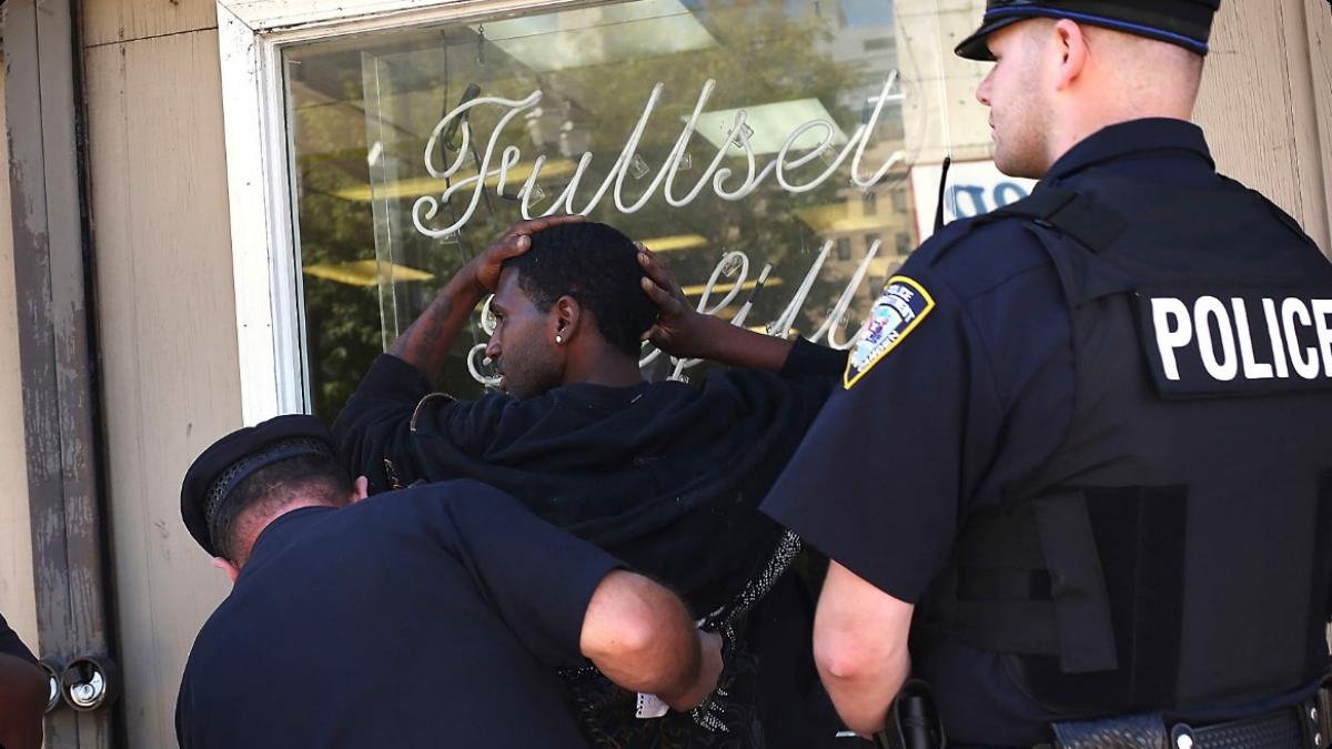 Cop Arrest - Cop Arresting Someone PNG