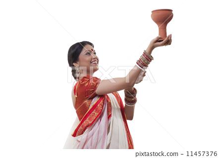 Bengali woman doing Dhunuchi dance - Dhunuchi PNG