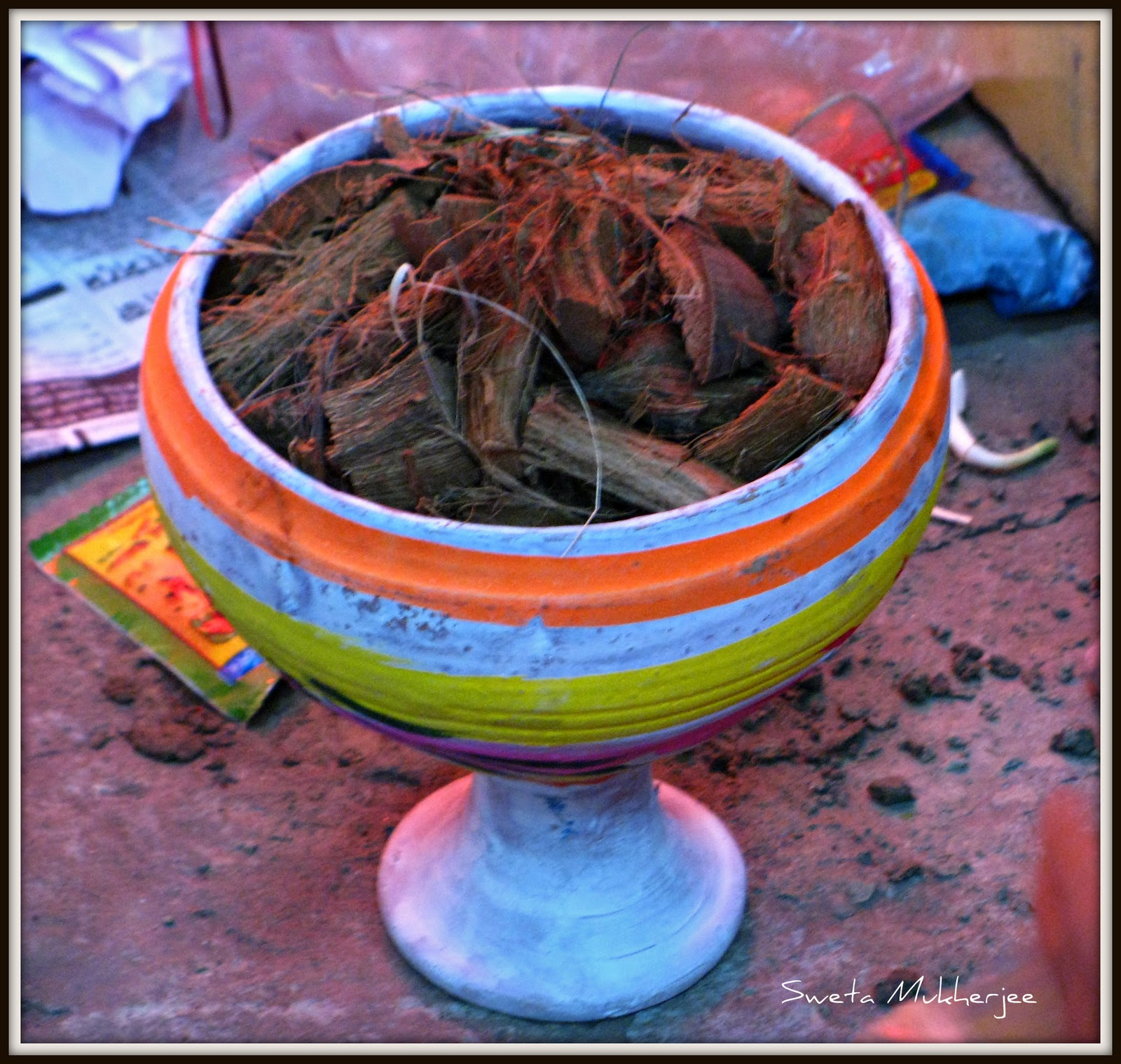 Dhunuchi ( coconut husk is burnt on such earthen pot ) is gearing up to  effervescence the smoke. - Dhunuchi PNG