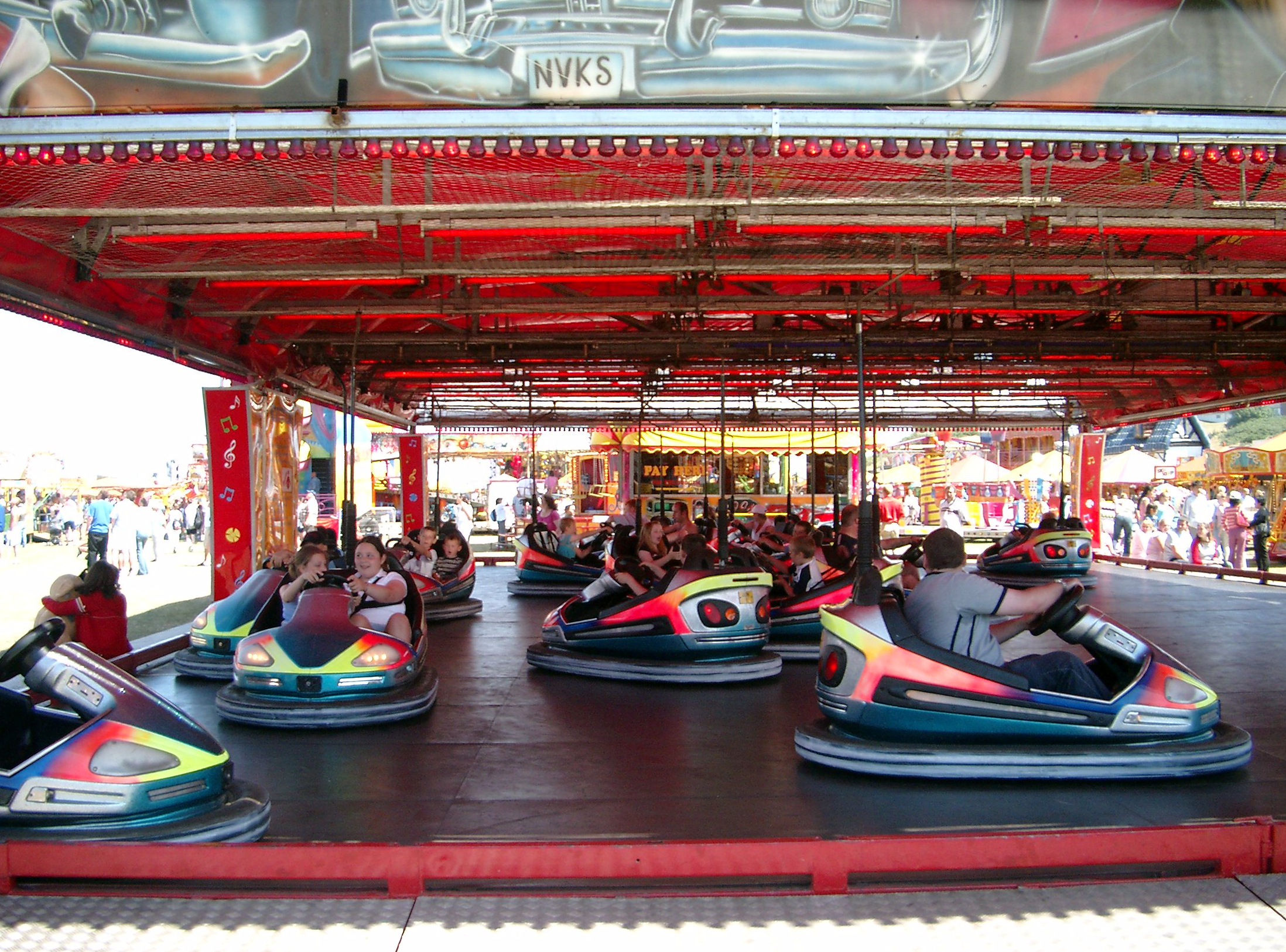 File:Dodgems at the 2003 Wirral Show.png - Dodgems PNG