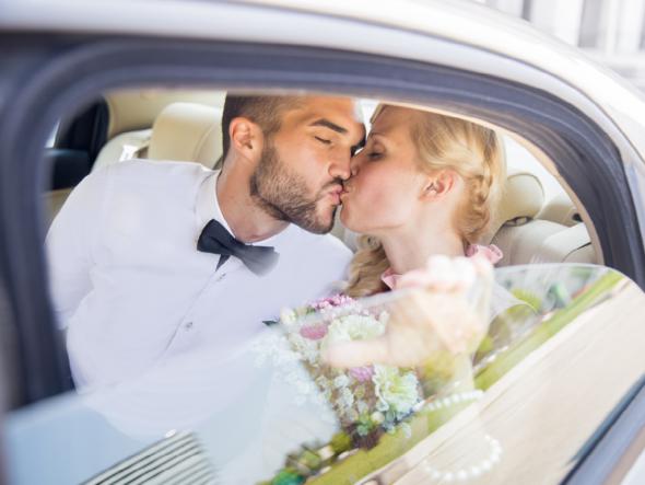 Ein frisch vermähltes Ehepaa