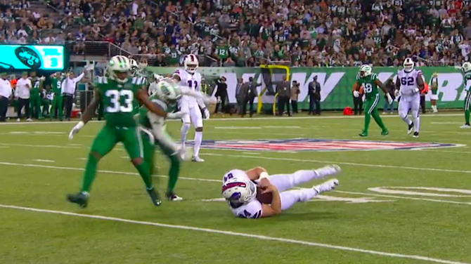 bills-fumble-jets-11-02-17.png - Football Fumble PNG