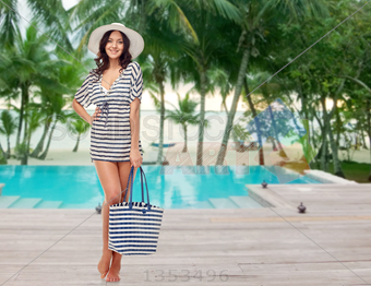 Girl In Summer Clothes PNG - 164573