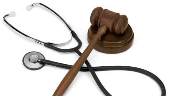 File:Fonendoscopio e martello da giudice.png - Giudice PNG