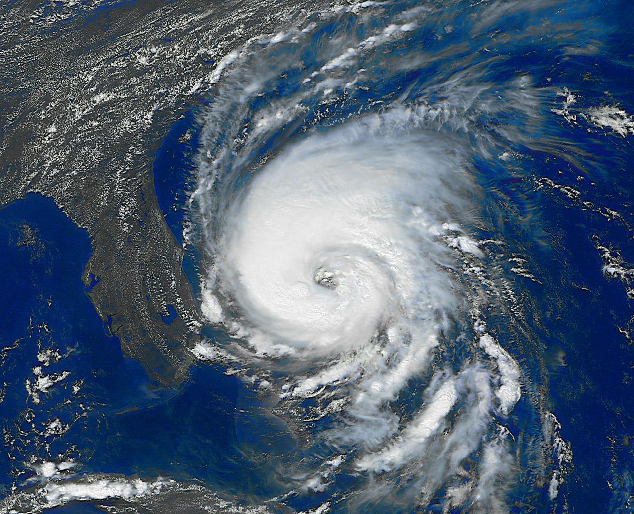 File:Hurricane Dennis (1999) GOES 2.PNG - Goes PNG