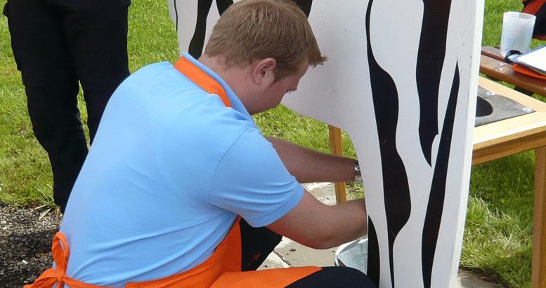 4-Bauern-Spiel-Kuhmelken-Mitarbeiterausflug.png PlusPng.com  - Kuh Melken PNG