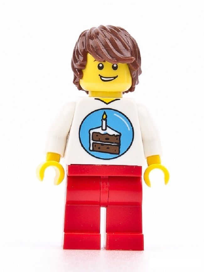 cake decorating ideas: let the LEGO birthday man minifig hold the candle on  your cake - Lego Birthday PNG