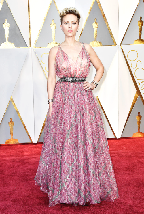 Scarlett Johansson arrives on the red carpet for the 89th Oscars on  February 26, 2017 - Movie Star Red Carpet PNG