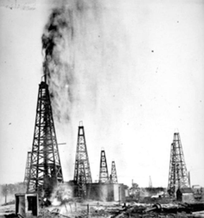 Oil Geyser PNG