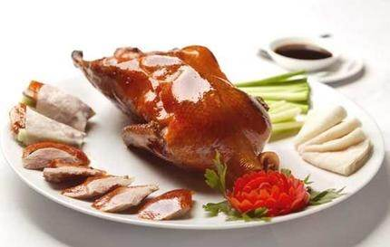 The carcass is then removed to the kitchen where the second duck course is  prepared from meat cut from the bones. Here it varies and you may be  offered a PlusPng.com  - Peking Duck PNG