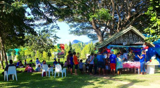 Adventure Park PNG: Locals enjoying picnics - Picnic At The Park PNG