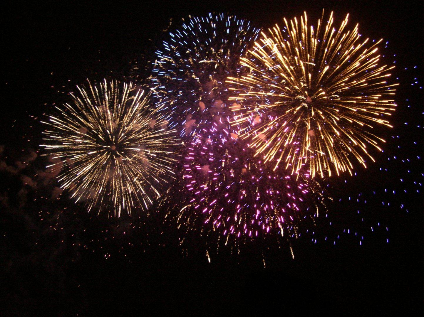 Fogos de artifício de todas as cores PlusPng.com  - PNG Fogos De Artificio