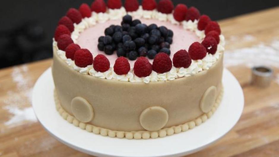 Sommerlagkage med hindbær, blåbær og mascarpone - PNG Lagkage Med Lys