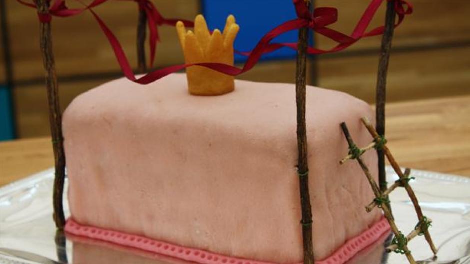 Tøselagkage med en fin prinsessekrone på toppen - PNG Lagkage Med Lys