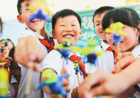 Handicraft fun brightens up pupilsu0027 activity class - PNG Pupils In Class