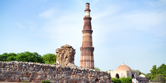 Dehradun Cabs during your Delhi Brahman will take you to one of the most  visited historic places in Delhi i.e Qutub Minar.Qutub Minar is a soaring  around 73 PlusPng.com  - Qutub Minar PNG
