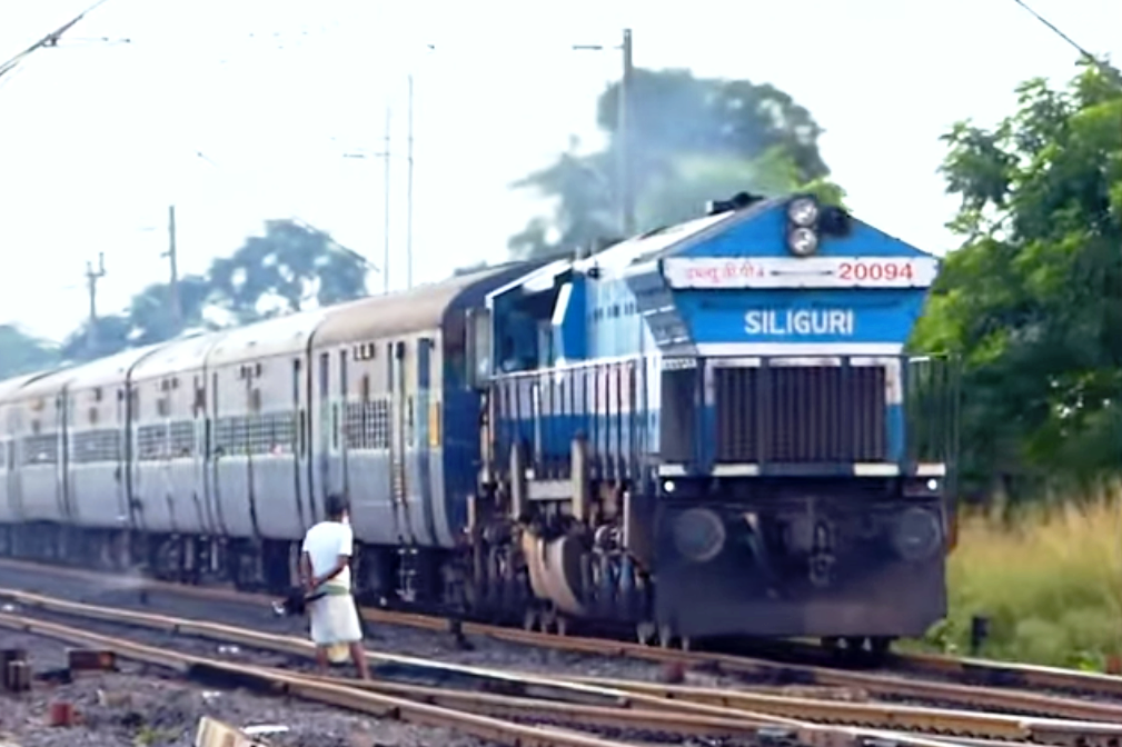 SWEETEST Trains : INDIAN RAILWAYS City of JOY Calcutta - Railroad PNG HD