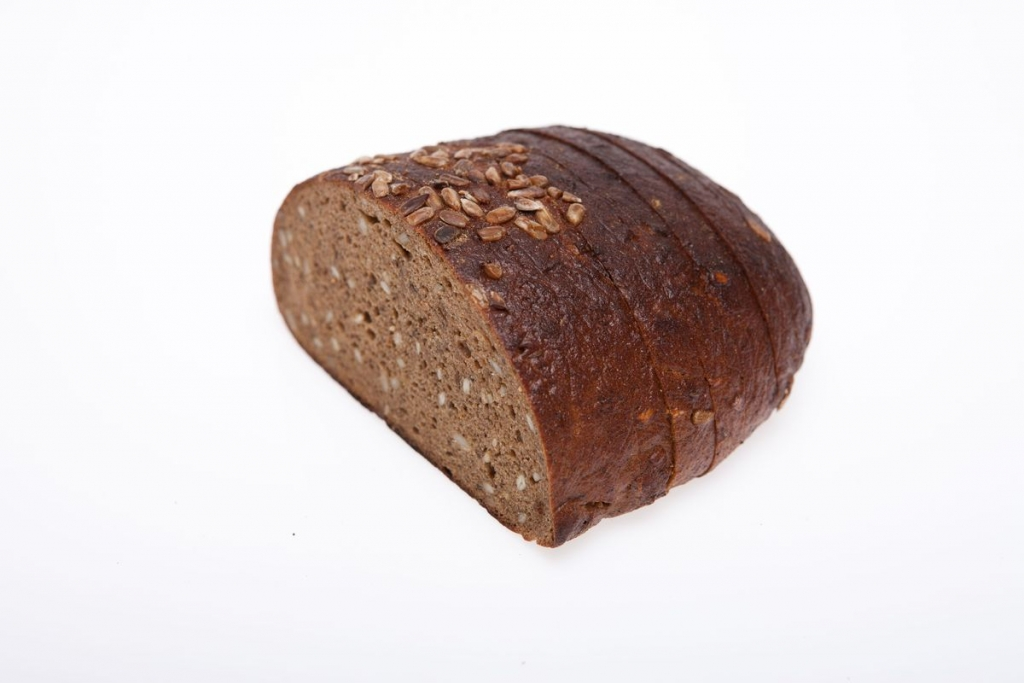 . PlusPng.com Dark rye bread with sunflowers seeds - Rye Bread PNG
