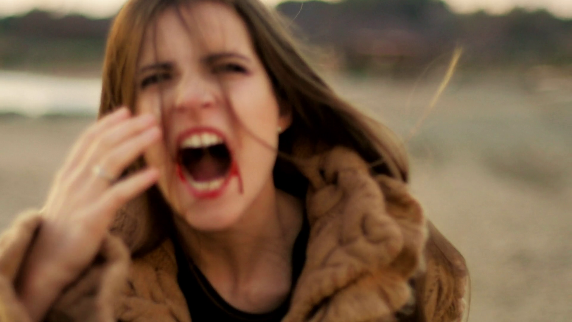 Scared Woman Running Screaming PNG - 165056