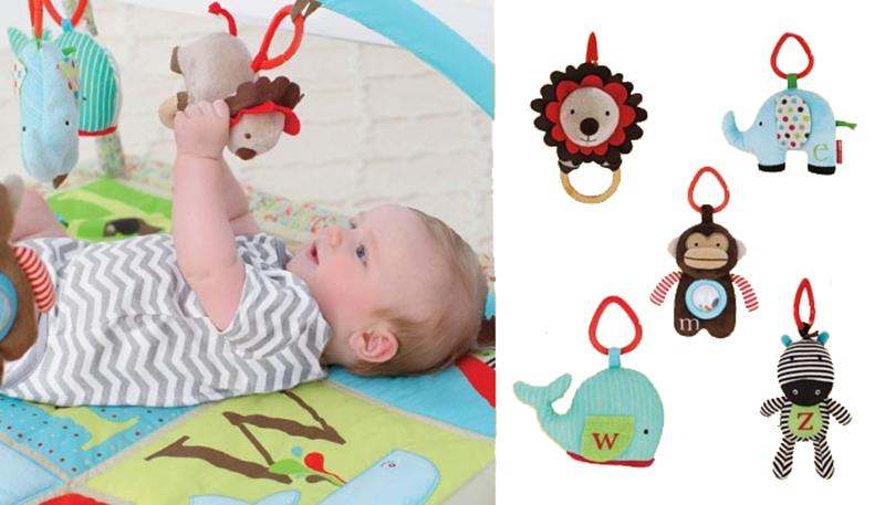 Gå efter sjove figurer. Et aktivitetstæppe er ikke meget værd uden en masse  sjovt legetøj til din baby, og ABC fra Skip Hop har masser af underholdende  PlusPng.com  - Sjove Figurer PNG