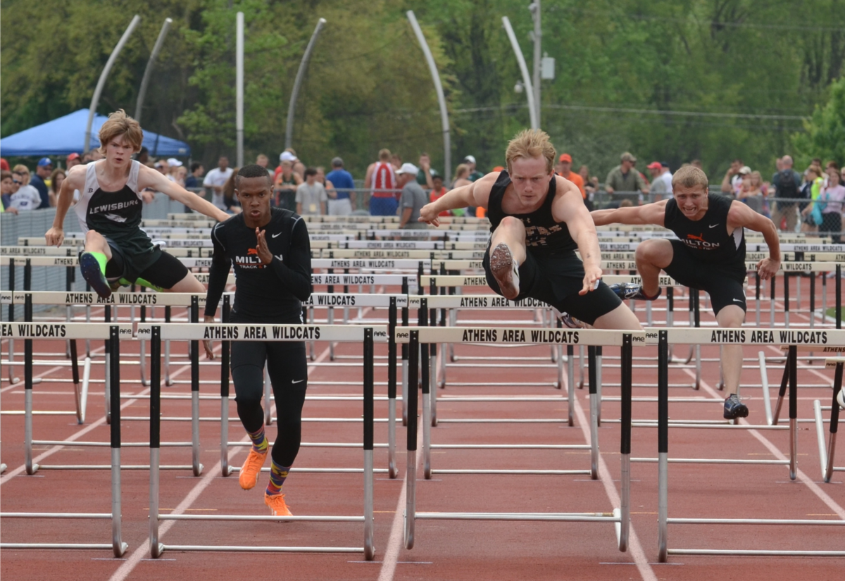 Hurdlers compete in the District 4 Class AA 110-meter high hurdles Saturday  at Athens High School. From left, Lewisburgu0027s Lee Shaffer, Miltonu0027s Ian  Nieves, PlusPng.com  - Track And Field PNG Hurdles